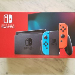 Nintendo Switch 32GB Neon Red/Neon Blue Console [FREE SHIPPING]