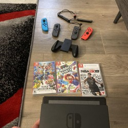 Nintendo Switch Bundle. 4 Controllers And 3 Games. Great Condition!