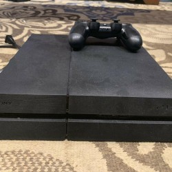 PS4 Console With Controller And Wires USED LIGHTLY