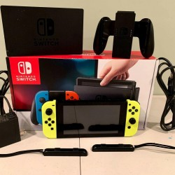 Nintendo Switch Game Bundle. Carrying Case and 6 Games see description.