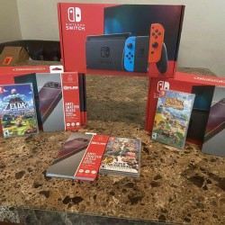 Nintendo Switch 32GB Neon Red/Blue Console Bundle w/ Game And Screen Protector